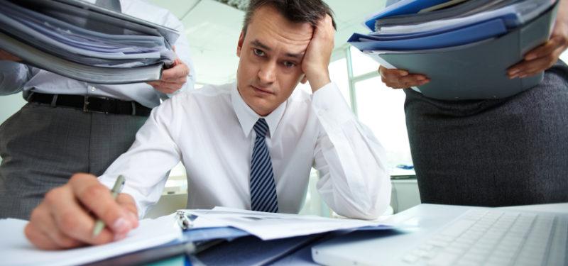 Confira como evitar a sobrecarga de trabalho em 7 dicas
