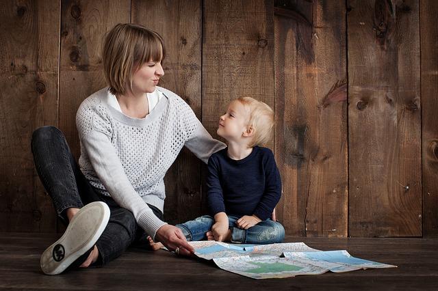 mãe e filho com diabetes