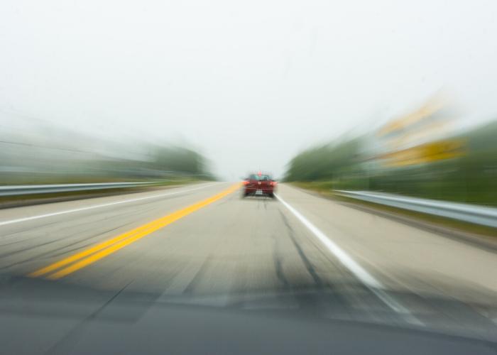 estrada com veículo