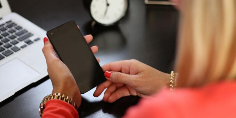 Monitoramento do celular dos funcionários: entenda se vale a pena